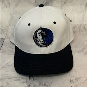 NWT DALLAS MAVERICKS SNAPBACK